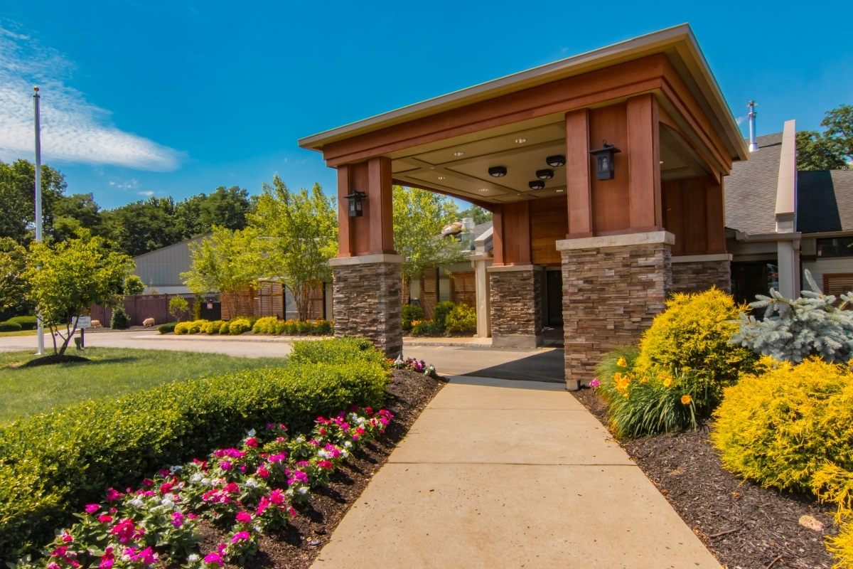 assisted-independent-living-dementia-care-arbor-terrace-middletown
