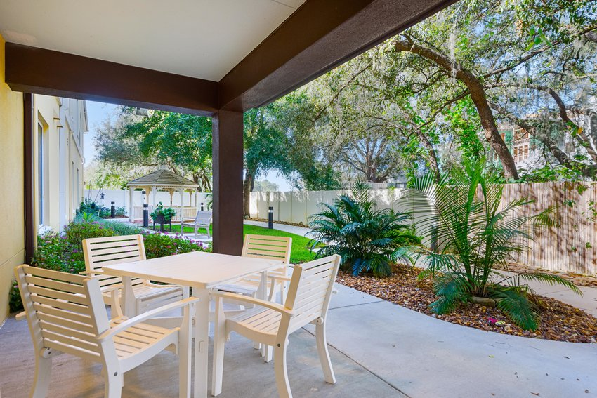 assisted_living_tampa_fl_courtyard.jpg