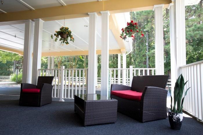arbor-terrace-at-cascade-outdoor-porch