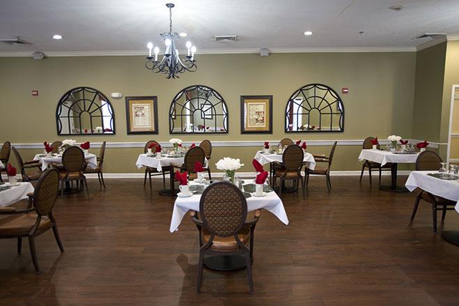 Dining_Room_LLE_3095.jpg
