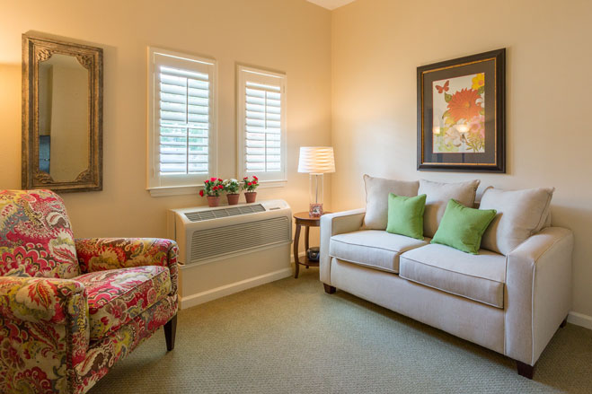 arbor-terrace-at-crabapple-living-room