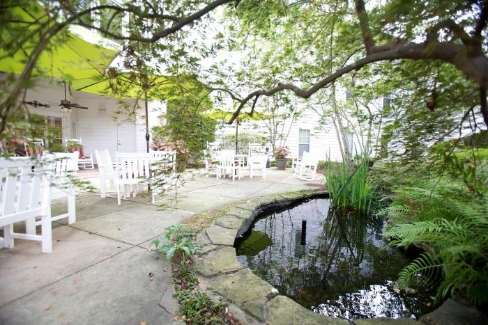 arbor-terrace-of-decatur-outdoor-patio