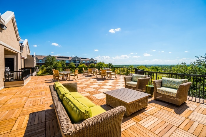 vantage-at-cityview-il-patio.jpg