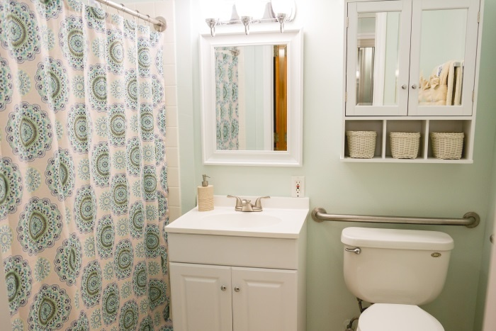 barrington-terrace-of-fort-myers-bathroom