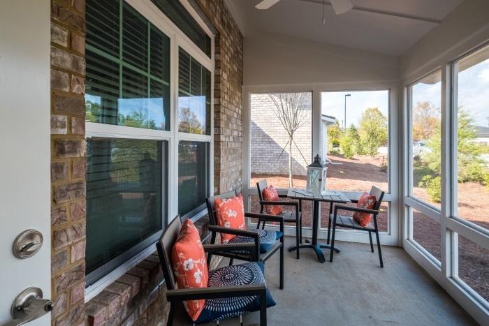 arbor-terrace-hamilton-mill-independent-living-outdoor-patio