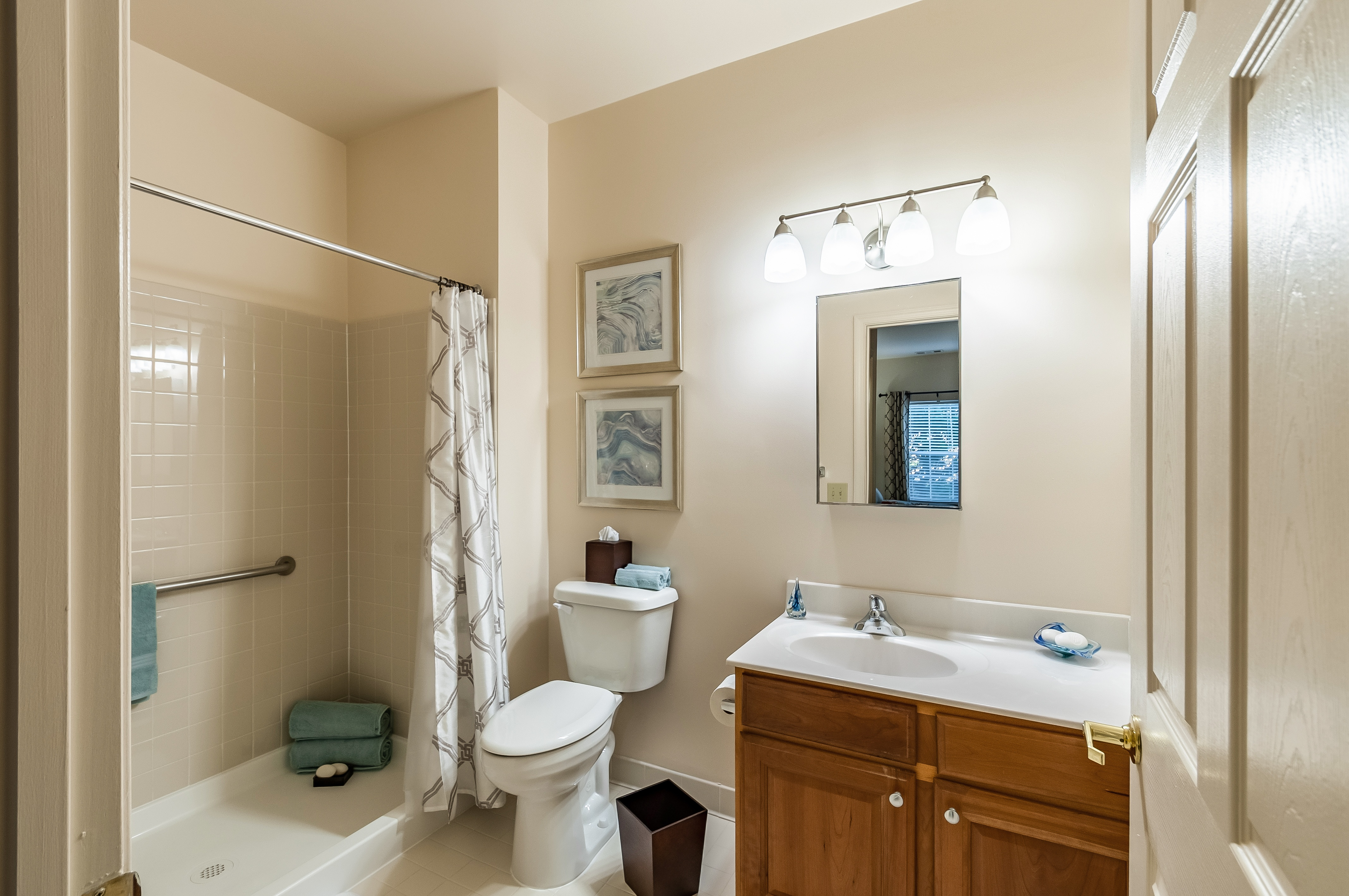 arbor-terrace-of-herndon-Master-Bathroom