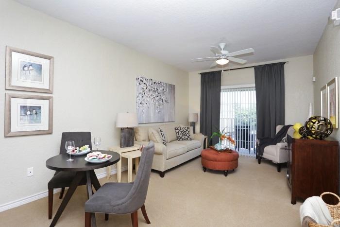 arbor-terrace-at-kingwood-town-center-living-room
