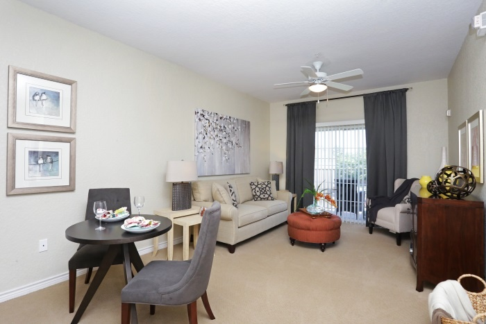 arbor-terrace-at-kingwood-town-center-living-room