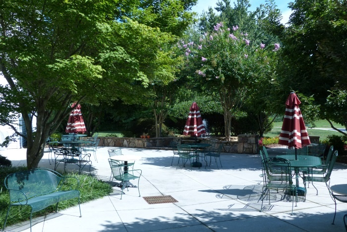 arbor-terrace-of-knoxville-outdoor-patio