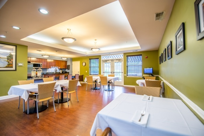 arbor-terrace-sudley-manor-dining-area