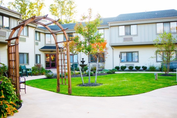 arbor-terrace-middletown-courtyard