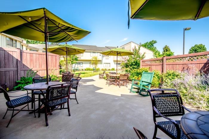 arbor-terrace-middletown-outdoor-patio
