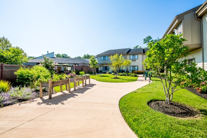 arbor-terrace-middletown-outdoor-walking