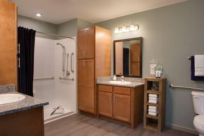 arbor-terrace-naperville-bathroom