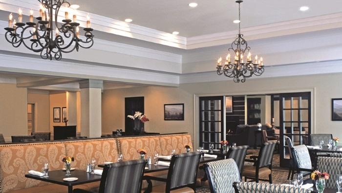 arbor-terrace-peachtree-city-dining-area