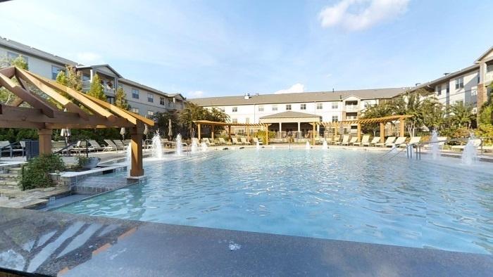 arbor-terrace-peachtree-city-pool-area