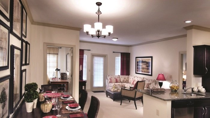 arbor-terrace-peachtree-city-living-room