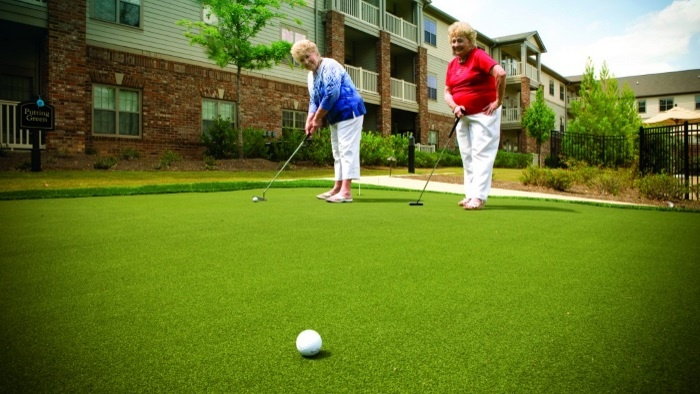 arbor-terrace-peachtree-city-putting-green