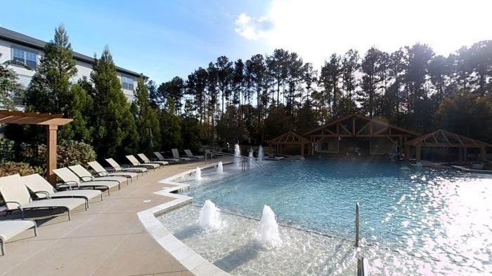 arbor-terrace-peachtree-city-zero-entry-pool