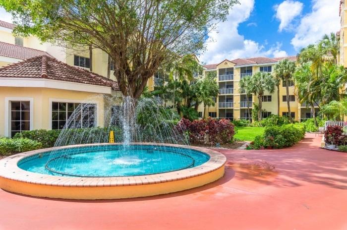 preserve-palmaire-fountain-patio.jpg