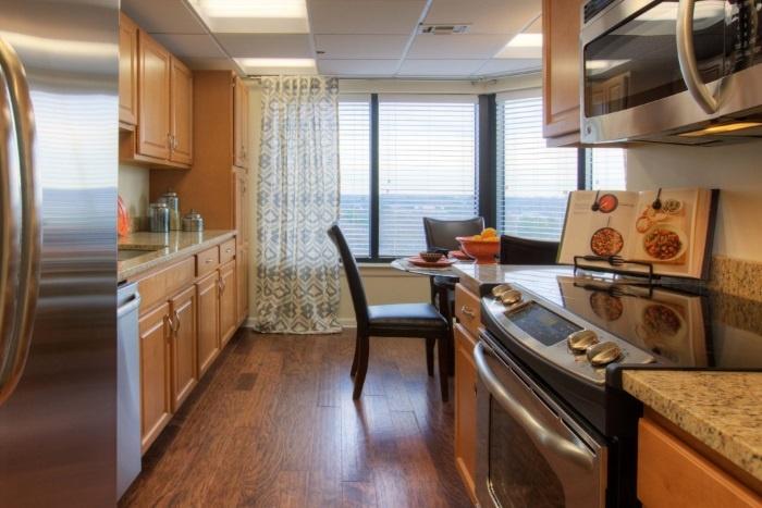 renaissance-on-peachtree-kitchen