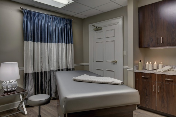 renaissance-on-peachtree-massage-room
