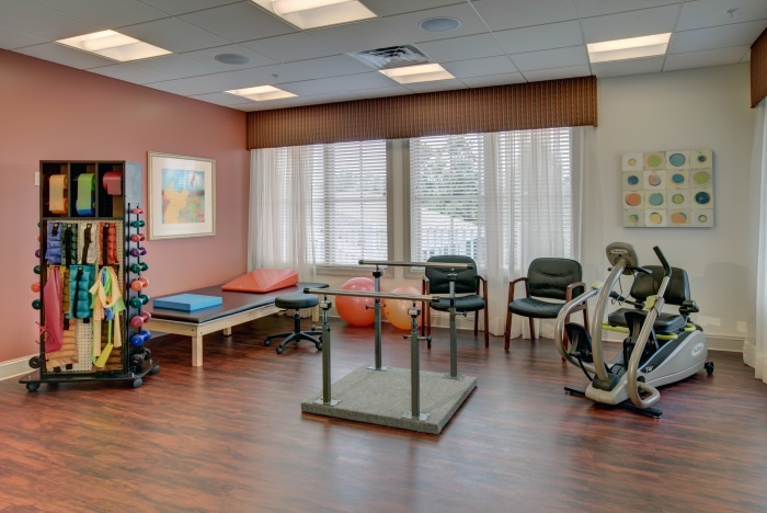 arbor-terrace-roseland-fitness-therapy-room
