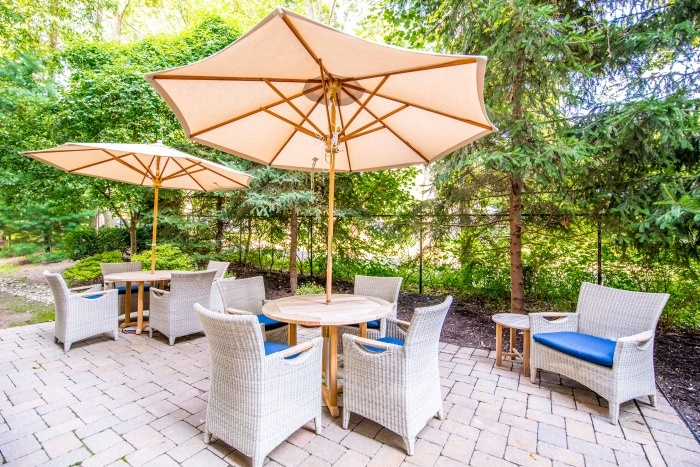 teaneck-outdoor-seating