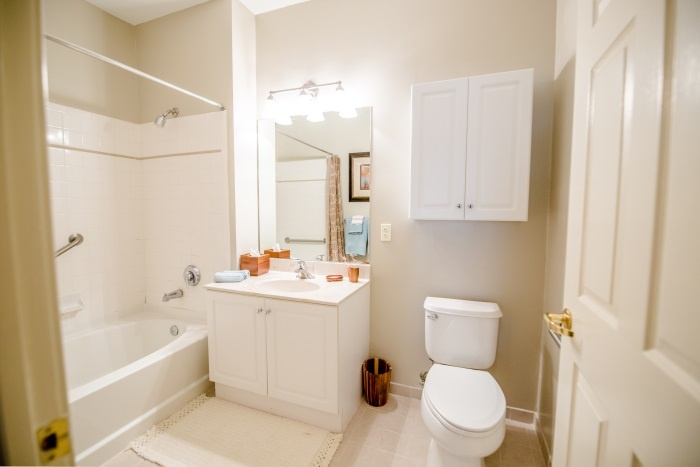 arbor-terrace-teaneck-bathroom