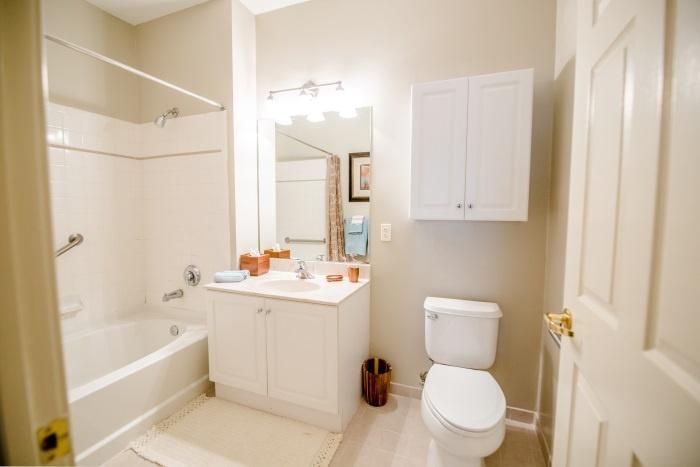arbor-terrace-teaneck-bathroom