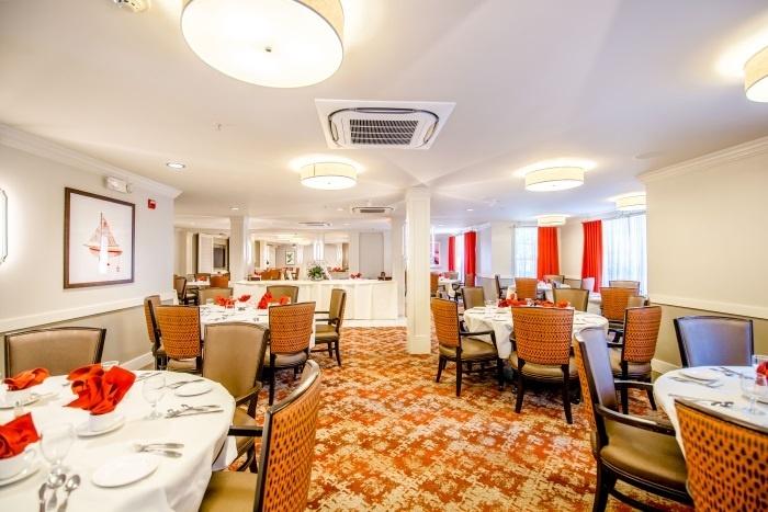 arbor-terrace-teaneck-dining-area