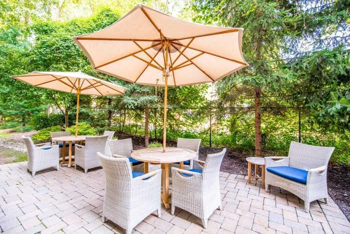 arbor-terrace-teaneck-outdoor-patio