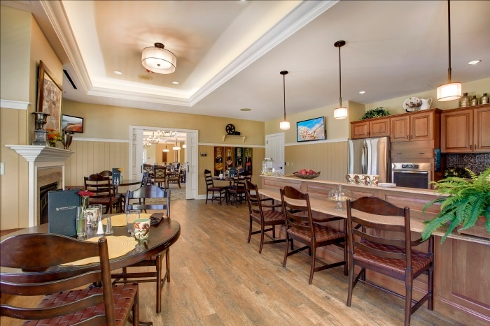 arbor-terrace-willistown-dining-area-1