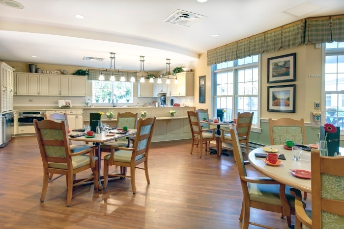 arbor-terrace-willistown-dining-area-3