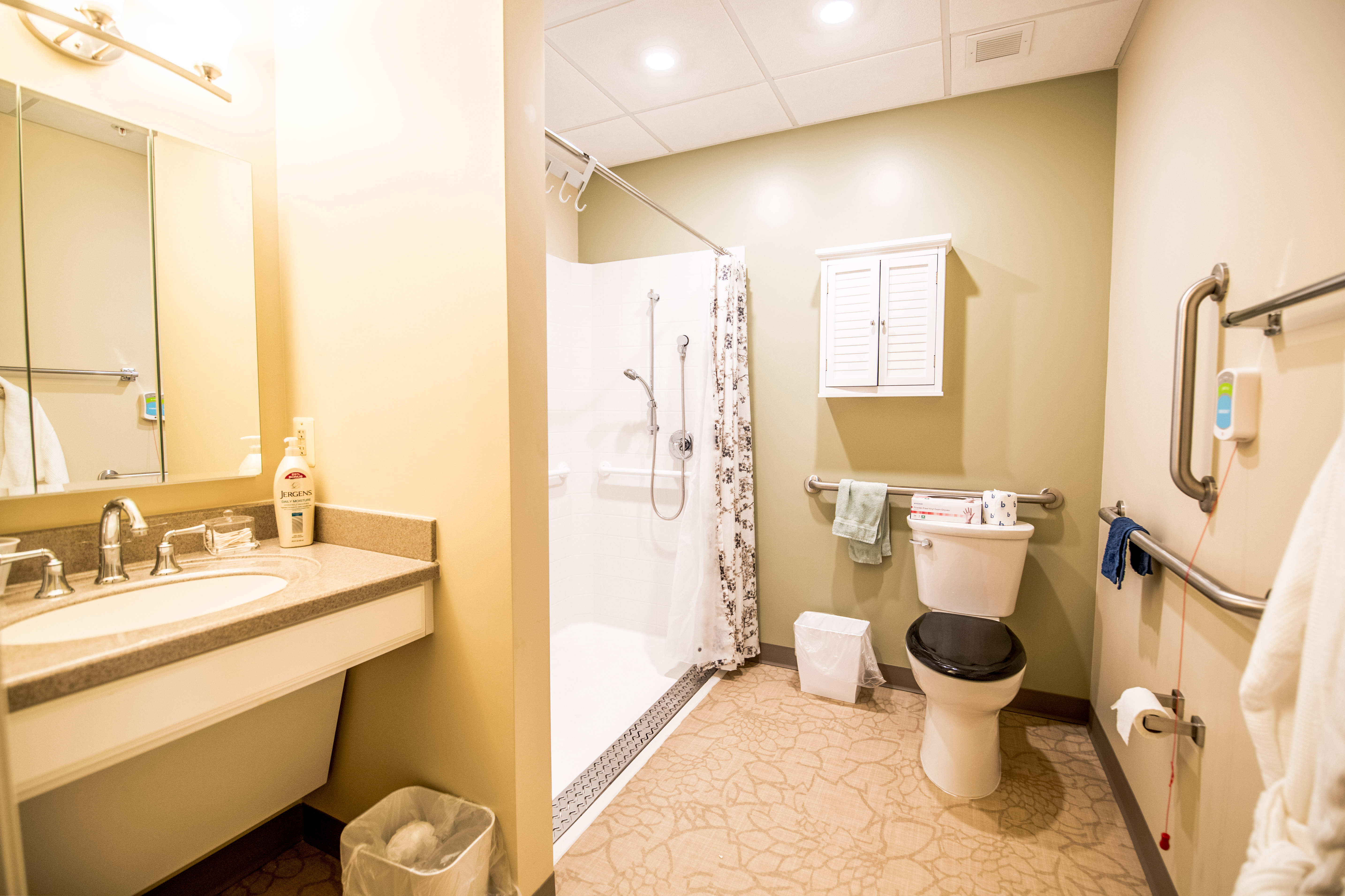 arbor-terrace-fairfax-bathroom-3